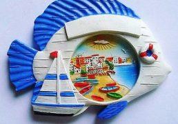 Magnete Resina Pesce Barche Su Spiaggia  6x5cm